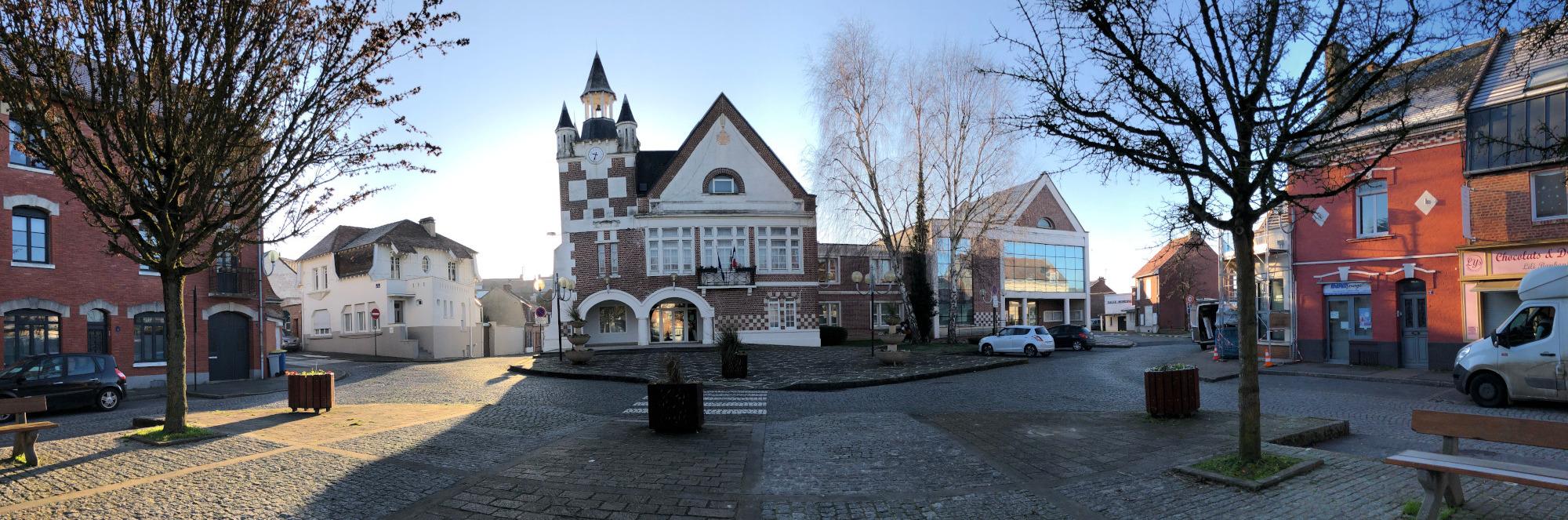 La place de la mairie d'Achicourt en février 2020